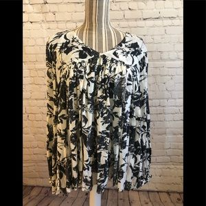 NWOT Chelsea & Theodore Boho floral blouse